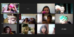 Captura de pantalla de los asistentes al campamento durante las actividades