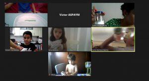 Niños en clase de campamento