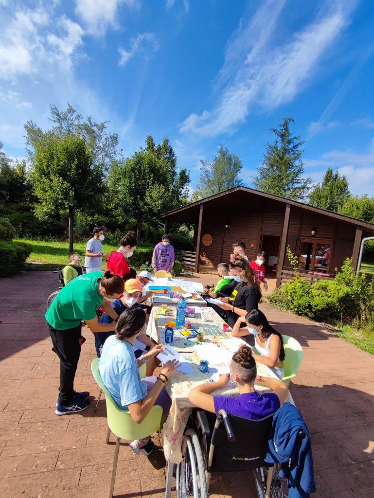 Participantes en las actividades del campamento ASPAYM